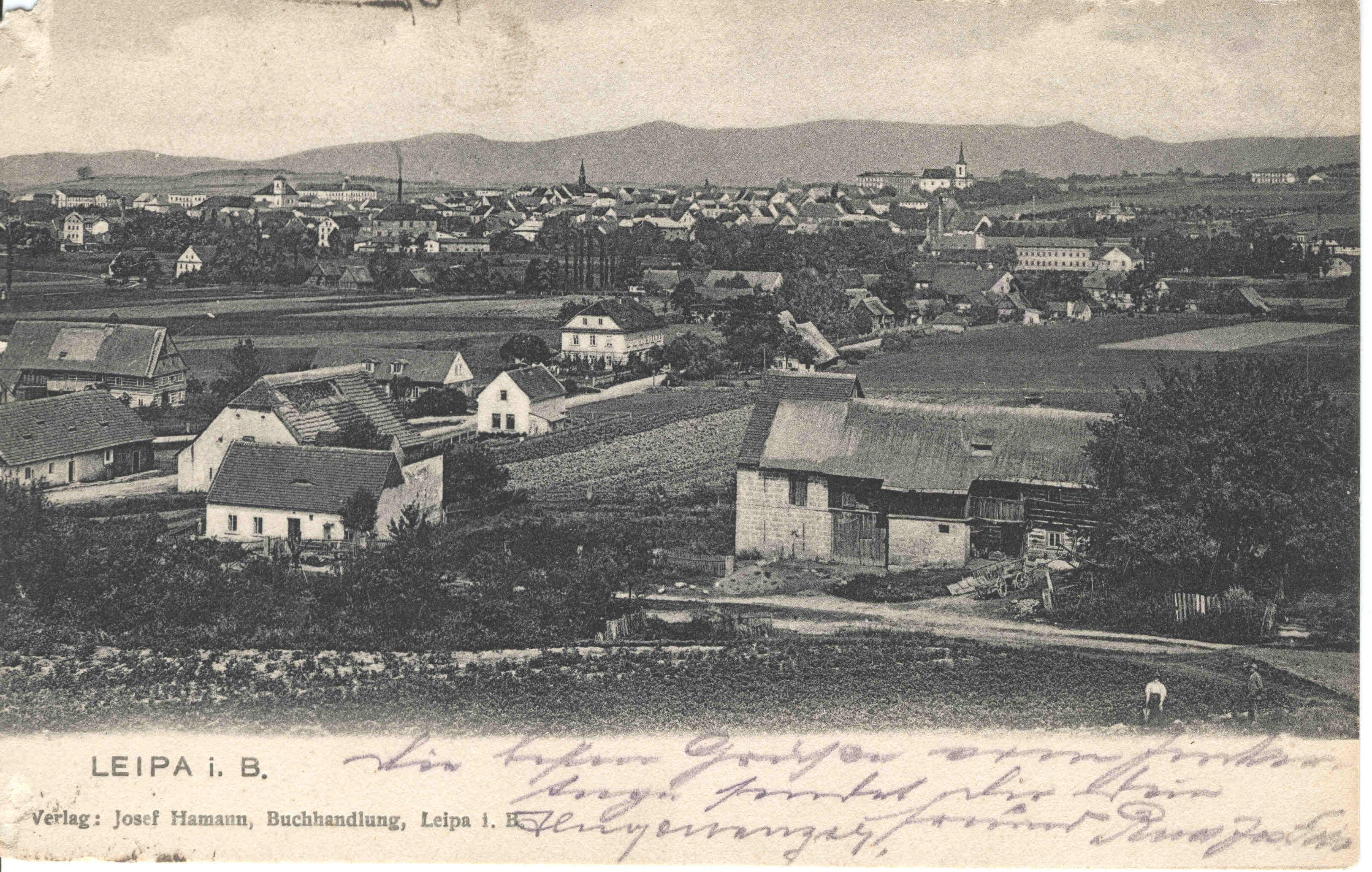 Fotografie Svárova z Hůrky kolem roku 1900. Na fotografii ještě ěkolní budova není.